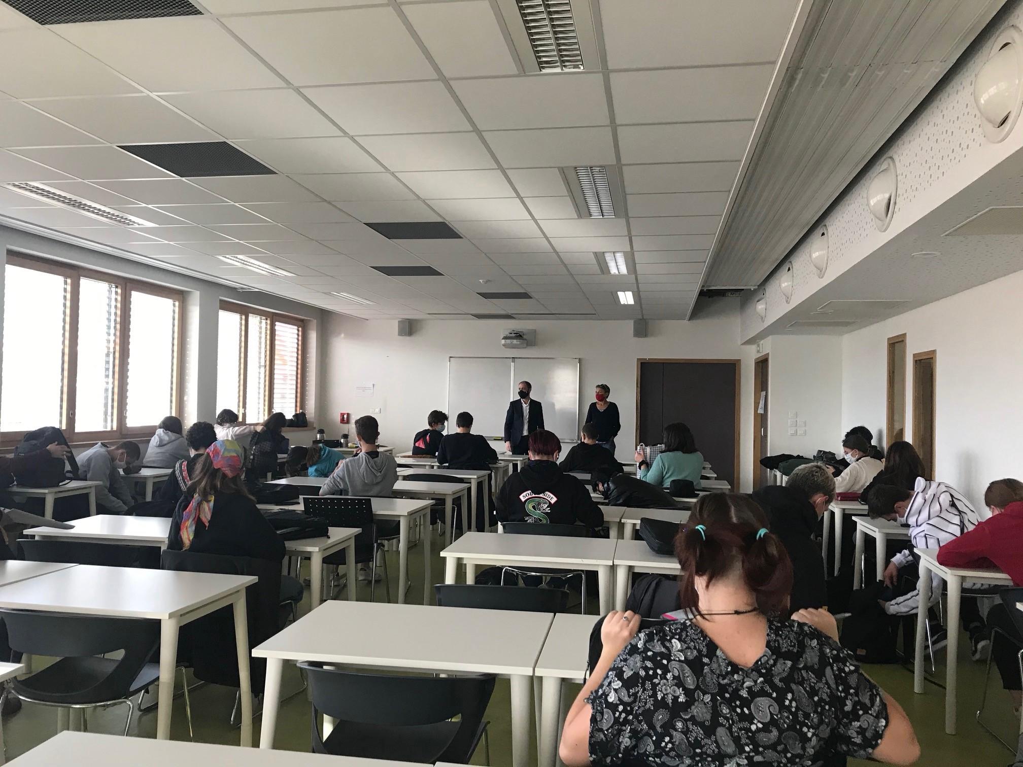 Laurent Constantin, PDG d'acti et naga, s'est rendu à la SEPR pour échanger avec des lycéens dans le cadre des actions Ecole-Entreprise du MEDEF Lyon-Rhône 2020